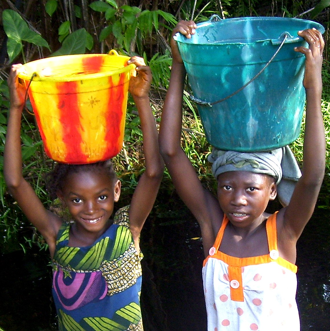 Impact Photo - Girls + buckets - Liberia.jpg 408 KB